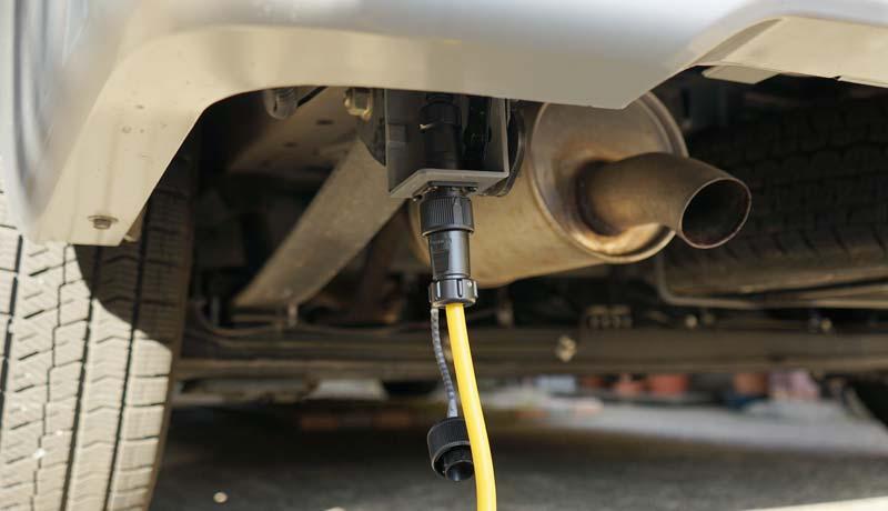 キャンピングカー 外部電源入力コネクタの取り付け