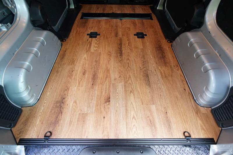 NV200 荷室全面の床張り加工