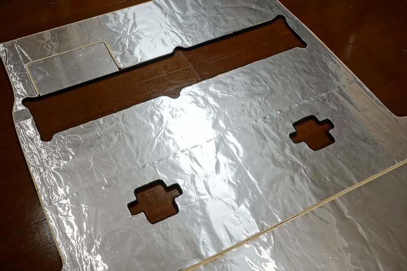 床張り 遮熱用アルミホイルの貼り付け
