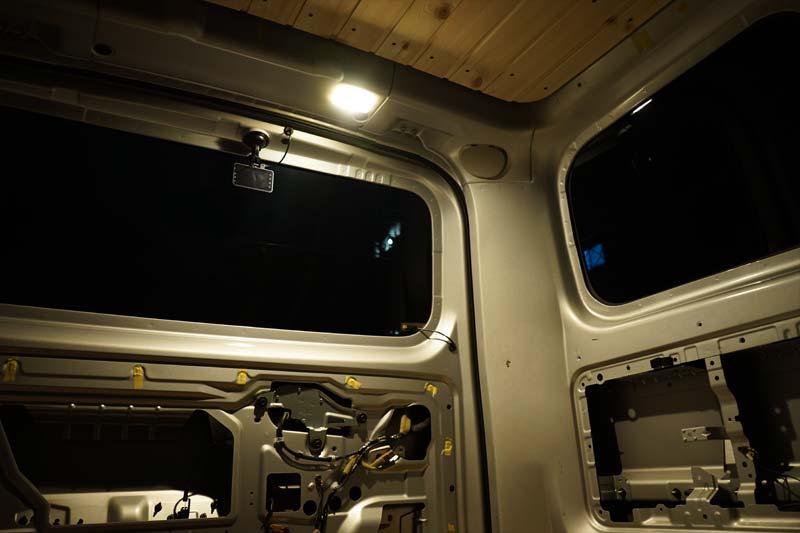 ラゲッジランプ LED交換後 カーメイト BW250
