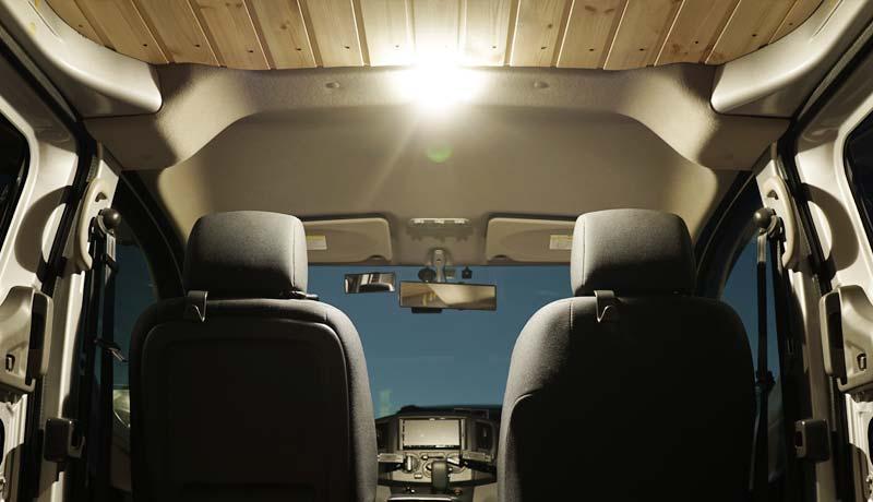 車のルームランプを明るい電球色(暖色)のLEDに交換