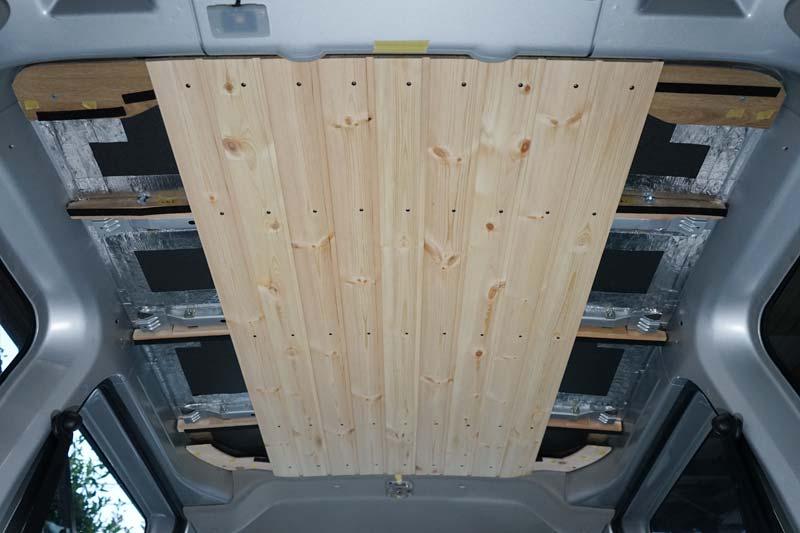 車の天井に羽目板を固定
