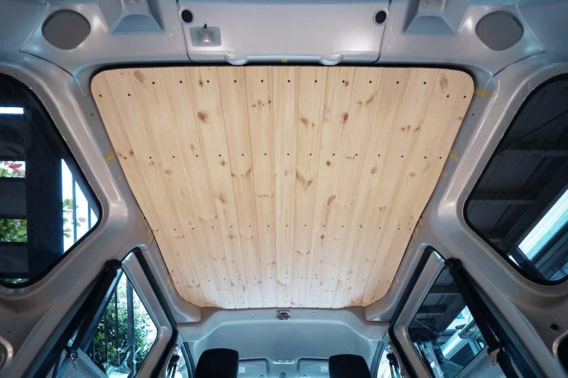 車の天井を羽目板で板張り