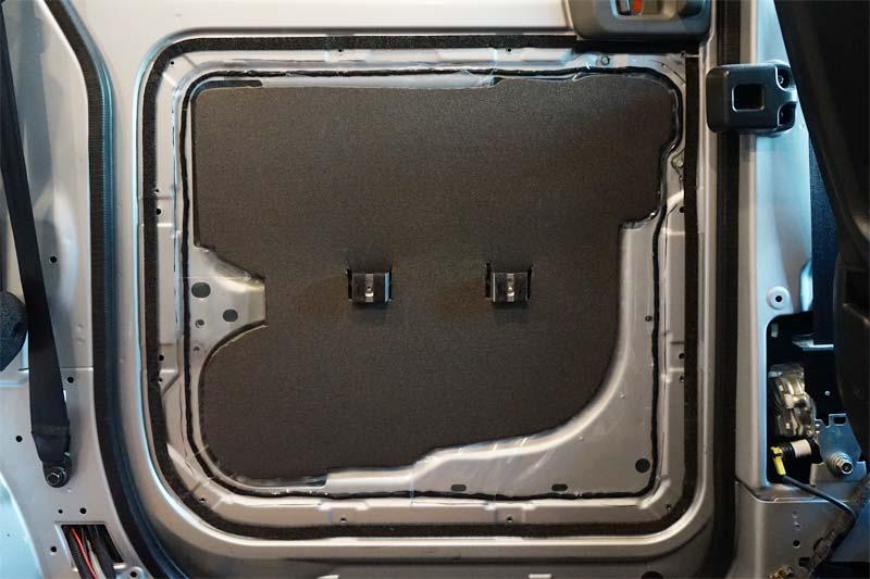 NV200 スライドドアに断熱材施工