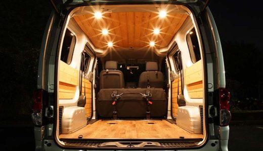 NV200 調光付きLEDダウンライトを板張りした車の天井に取り付け