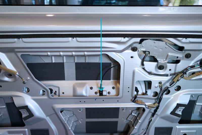 NV200 車内からバックドアを開ける方法