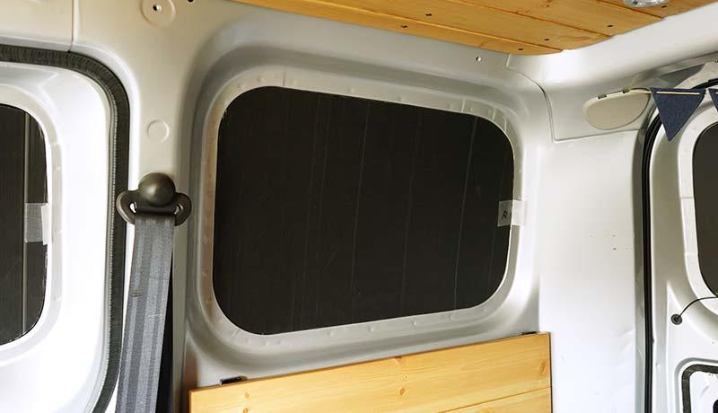車中泊 プラダンを使った窓用目隠しシェードの作り方