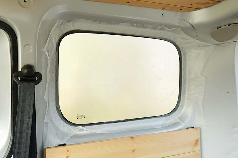 車中泊用 プラダンを使った窓用目隠しシェードの作り方 窓の型取り