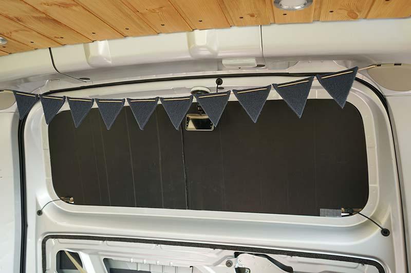 車中泊用 プラダンを使った窓用目隠しシェードの作り方