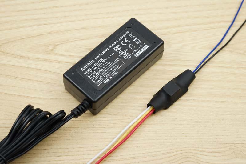 AC100V外部電源用の12V ACアダプタと5極リレー