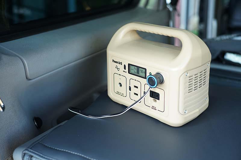 ポータブルバッテリーからLEDダウンライトに電源供給