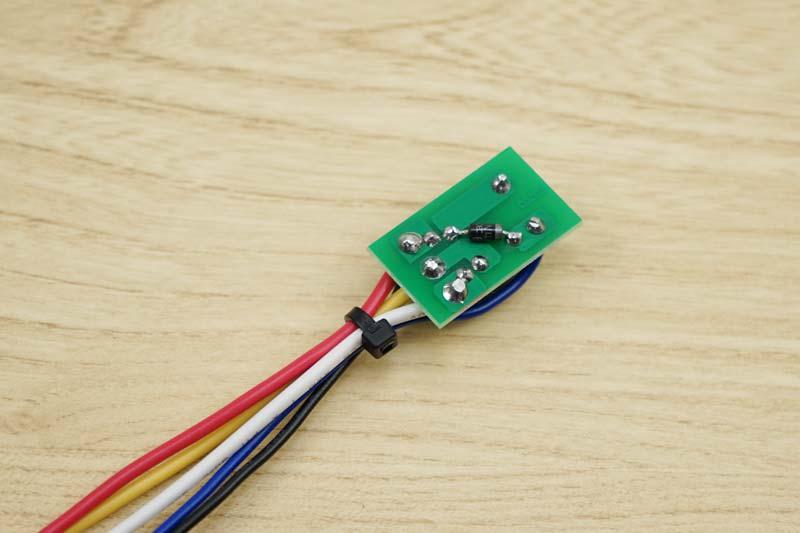 エーモン 5極コンパクトリレー3224に逆起電力防止のダイオード取り付け