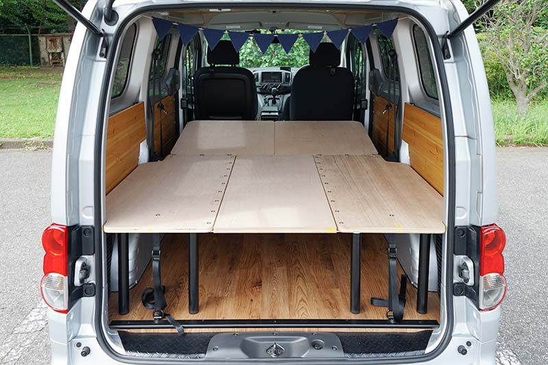 NV200 【車中泊ベッドDIY】テーブルとしても使えて、コンパクトに収納できるベッド ベッド展開時