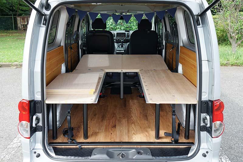 NV200 【車中泊ベッドDIY】テーブルとしても使えて、コンパクトに収納できるベッド ダイネット展開時