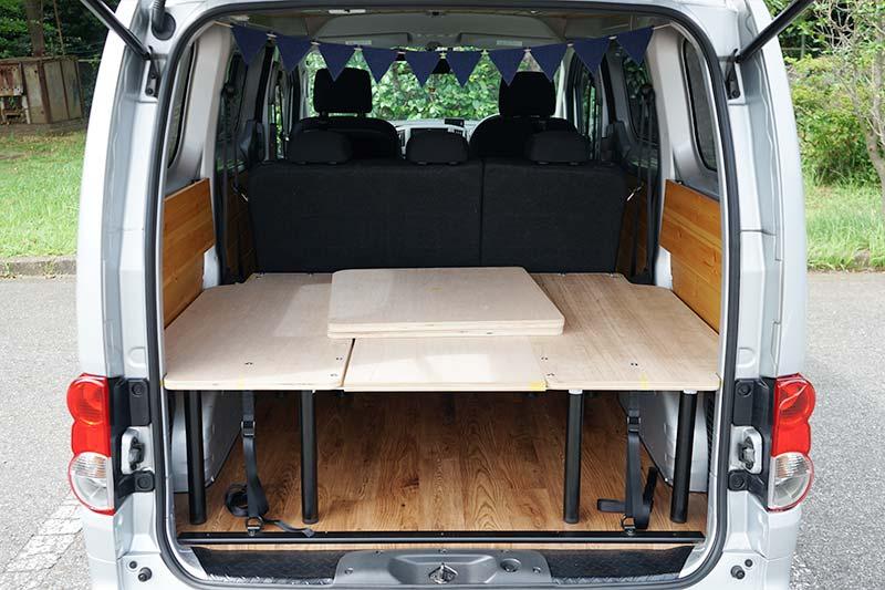 NV200 【車中泊ベッドDIY】テーブルとしても使えて、コンパクトに収納できるベッド セカンドシート使用時