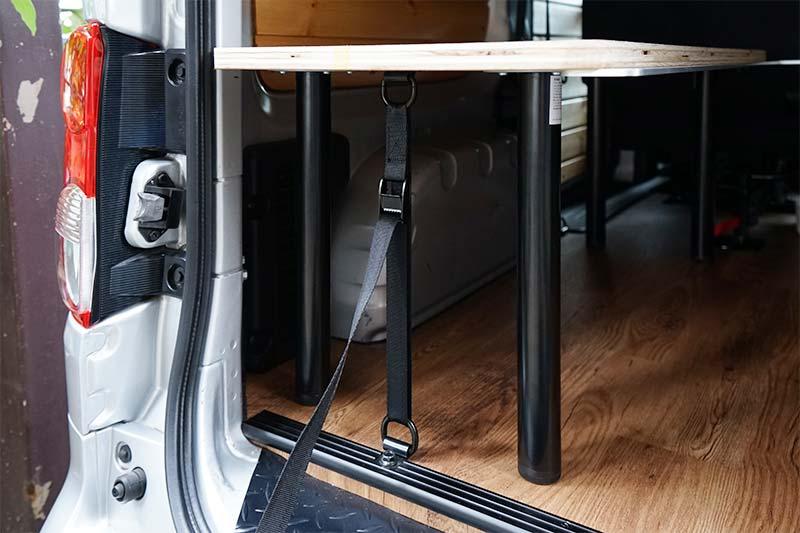 NV200 車中泊ベッドDIY ラッシングベルトで固定